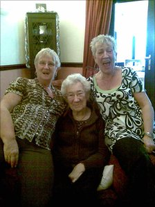 Pauline Turner (left), her mother, Annie Taylor, and her sister, Barbara. (Copyright: Pauline Turner)