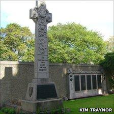 Gretna Rail Disaster Memorial, Rosebank Cemetery