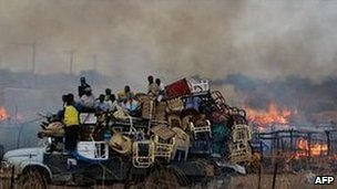 A truck piled with looted items in the disputed Sudanese town of Abyei, 28 May 2011