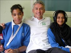 Jonathan Edwards posing with School Reporters