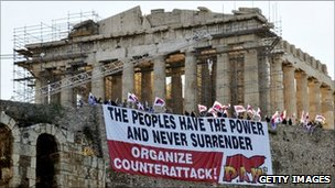 Protesters display a banner in front of the Parthenon in Athens (27 June 2011)