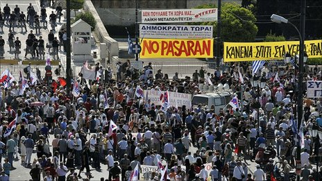 Protesters march in Athens (28 June 2011)