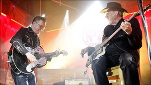 Richard Hawley and Duane Eddy