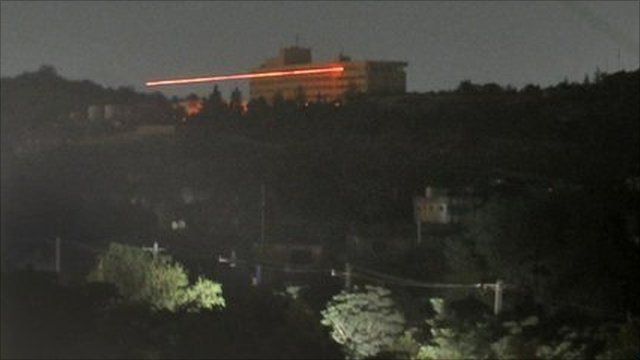 Tracer rounds are fired during an attack on the Intercontinental Hotel in Kabul (28 June 2011)