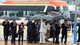 South Korean officials and businessmen arrive at the inter-Korean transit office in Goseong, 170 km NE of Seoul, on June 29, 2011 to leave for Mount Kumgang