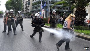 Greek police using tear gas in Athens, 29 Jun 11