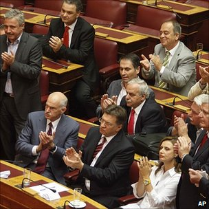 Greek MPs applaud vote for austerity package, 29 Jun 11