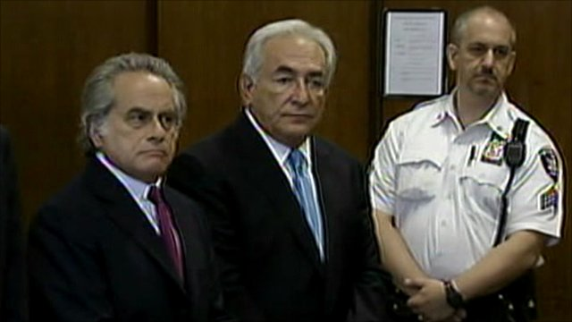 Dominique Strauss-Kahn in court (middle)