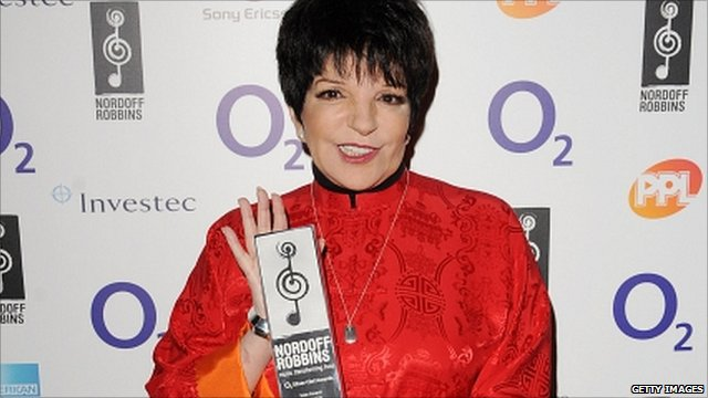 Liza Minnelli with her Icon Award from the Nordoff Robbins O2 Silver Clef Awards