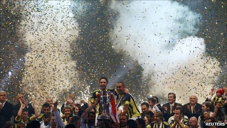 Fenerbahce celebrate at the Sukru Saracoglu stadium in Istanbul, 23 May 2011