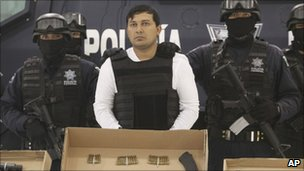 Federal police agents present Jesus Enrique Aguilar, alias &quot;El Mamito&quot; to the media in Mexico City, 4 July 2011