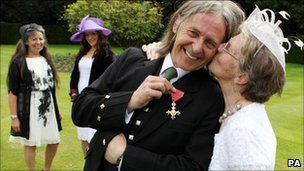 Dougie Maclean with his mother, wife and daughter after the investiture at the Palace of Holyroodhouse