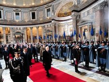 Giorgio Napolitano (C) at the tomb of Italian King Vittorio Emanuele II inside the Pantheon during celebrations marking the 150th anniversary of Italy's unification