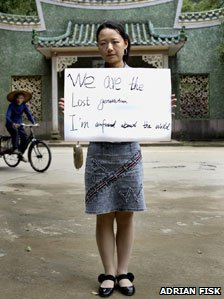Avril Liu holding her sign