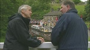 Alan Stopher of Huddersfield Canal Society with Len Tingle