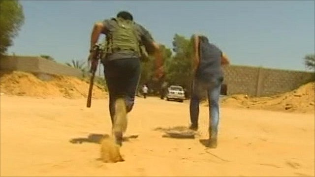 Libyan rebels running near front line