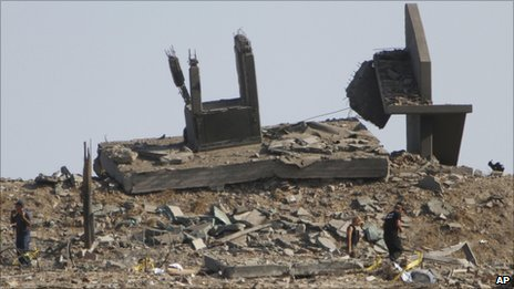 Investigators search inspect a damaged guardpost destroyed by the explosion at the Evangelos Florakis naval base (11 July 2011)