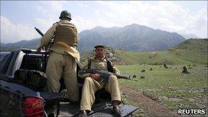 Pakistani soldiers in Kurram tribal region (11 July 2011)