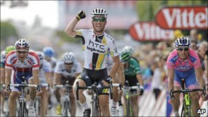 Mark Cavendish wins the seventh stage of the 2011 Tour de France