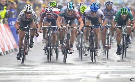 Mark Cavendish wins stage 11