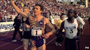 Roger Black winning his final 400m race in 1998