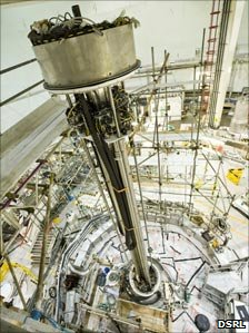 The tool over the reactor vessel