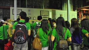 De LaSalle university students at the plant