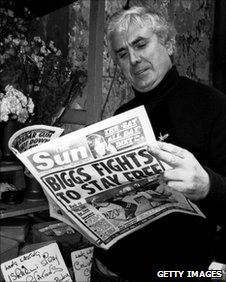 The Great Train Robber, 'Buster' Edwards reads Sun newspaper article about his companion-in-crime Ronnie Biggs