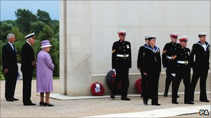 The Queen at the memorial