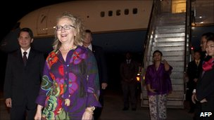 US Secretary of State Hillary Rodham Clinton, second left, walks from her airplane upon arrival at Ngurah Rai International Airport in Denpasar, Bali, Indonesia, 21 July 2011