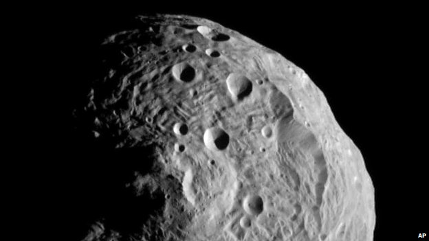 Image of the massive asteroid Vesta, which Nasa&#039;s Dawn spacecraft is now orbiting