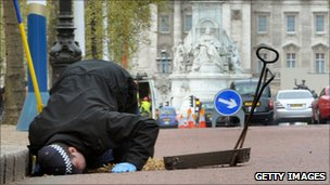 Security checks in London by Met police officer