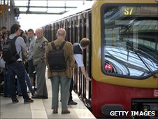 Driver locks up an S-bahn train during disruption caused by saboteurs