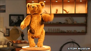 Replica of the Steiff teddy 55 PB
