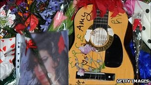Fans tributes to Amy Winehouse
