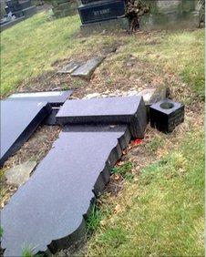 Toppled graves in Hunslet Cemetery pic: Friends of Hunslet Cemetery