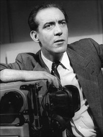 Stewart Jones yn recordio ar gyfer Radio B, Radio Cymru yn 1965