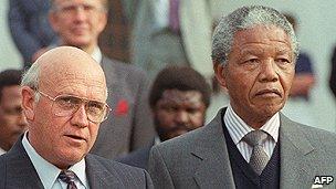 FW de Klerk (l) and Nelson Mandela