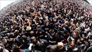 Guinness World Record for the most people playing air guitar
