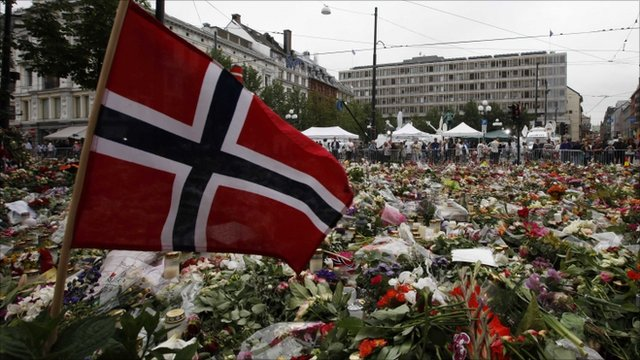 A Norwegian flag and flowers