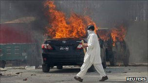 Vehicles set ablaze by protesters after the shooting in Quetta 30 July
