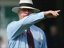 Umpire Rudi Koertzen signals a powerplay