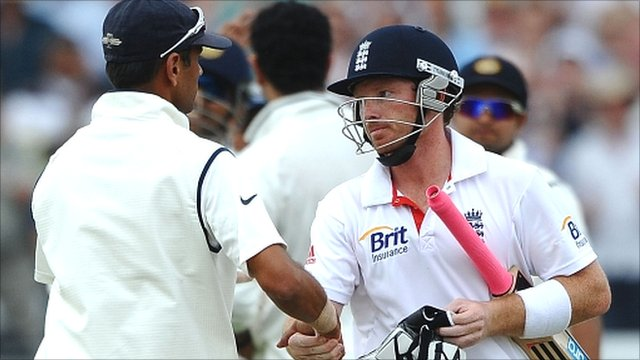 Rahul Dravid and Ian Bell shake hands
