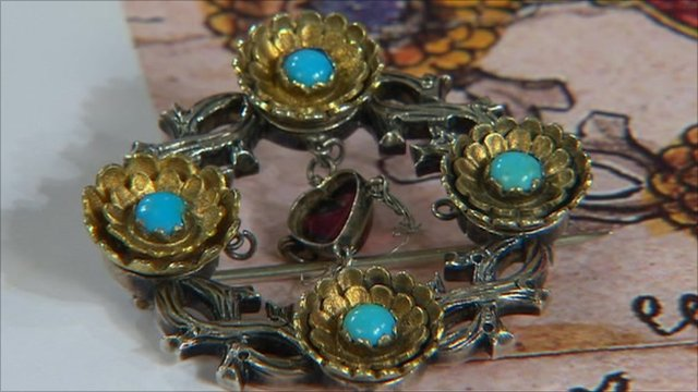 Brooch Featured On Antiques Roadshow Sold For 163 31 000