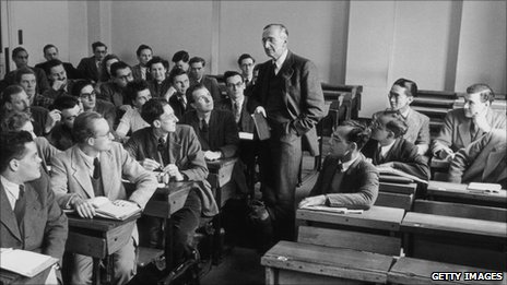 Hayek addresses a class at LSE in 1948