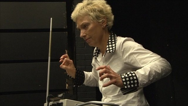 Theremin performer