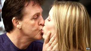 Sir Paul McCartney kisses Heather Mills