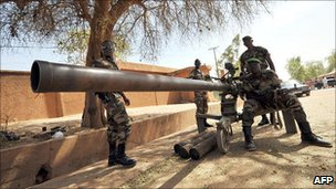 Troops on the streets of Niamey during the 2010 military coup