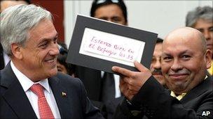 President Pinera handing the rescue note to miner Jose Ojeda