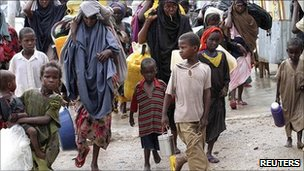 Displaced Somalis arrive in Mogadishu